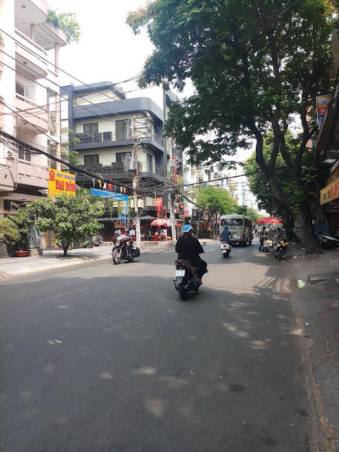 Bán nhà mặt tiền Nguyễn Hồng Đào, P.14, Tân Bình; 4 x 16m, 4 lầu, vị trí đẹp