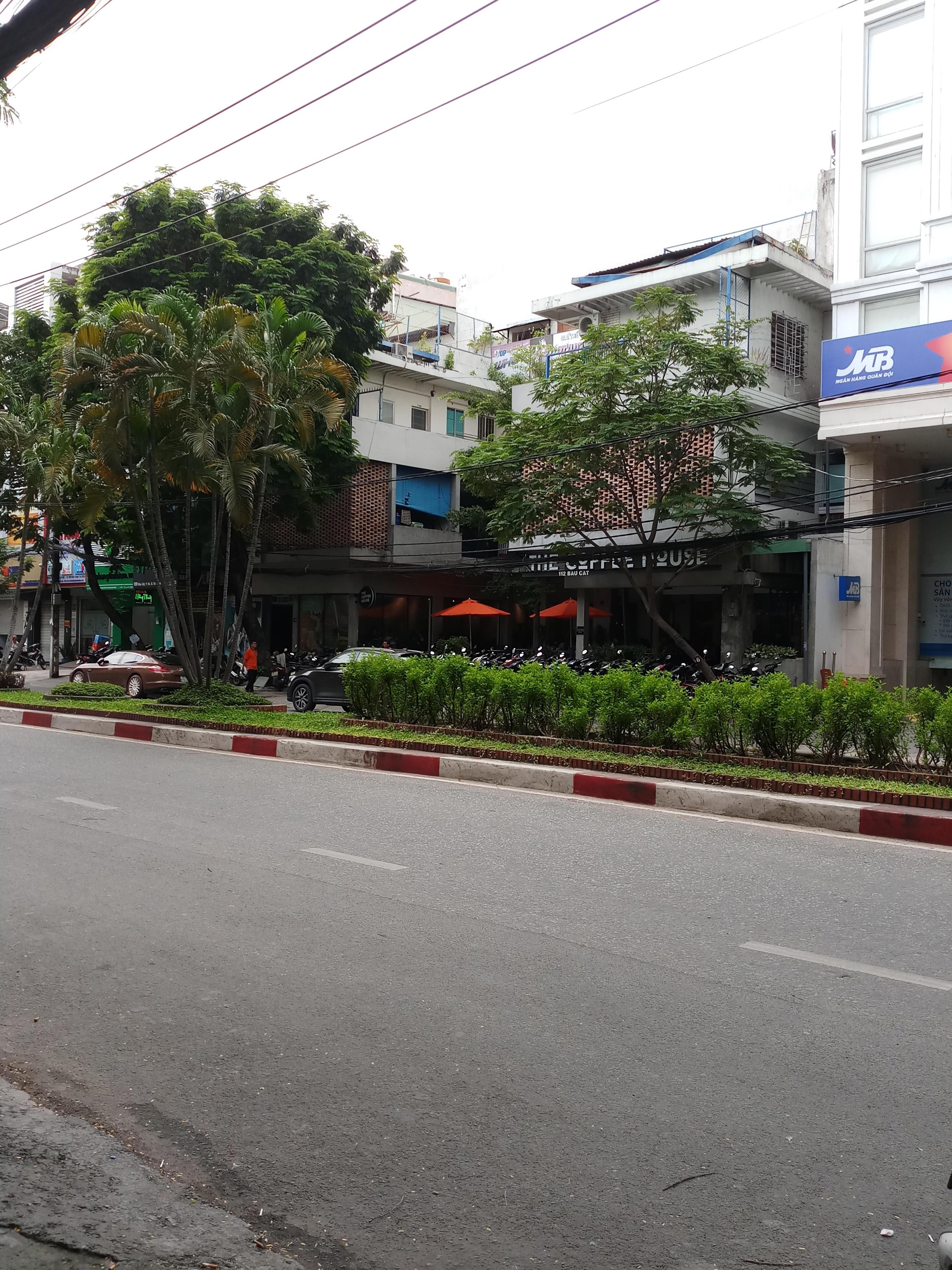 Cho thuê nguyên căn MT Nguyễn Hồng Đào, P.14, Q.Tân Bình; 4 x 16m, 3 lầu, nhà đẹp, giá 32 triệu/tháng